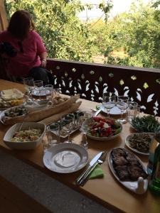 Lunch at Vakirelebi